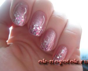 Маникюр на ногтях с розовым глитером