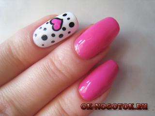 Розовый маникюр с сердечком